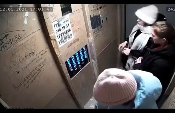 فيديو .. تعطل مصعد به 3 نساء وطفل في روسيا