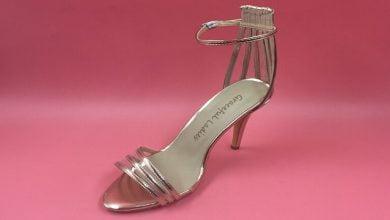 احذية مرفقة بحزام بشكل عصري وجميل في 2021
