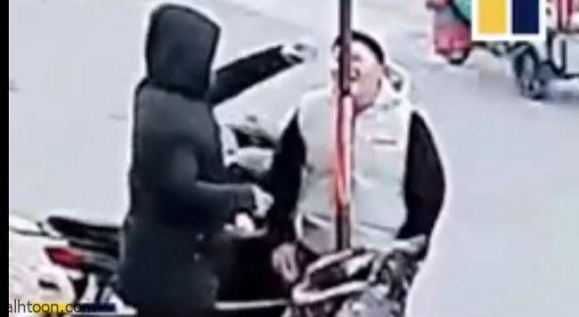 شاهد بالفيديو..حب الشغف كاد أن يفقد هذا المراهق الصيني لسانه